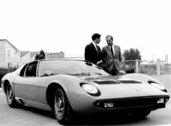 Colin  Chapman, Jimmy Clark discuss the Miura